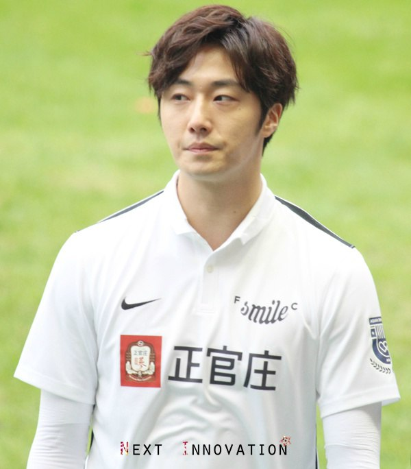 2016 1 10 jung il-woo playing soccer in the 2016 asian smile cup. 67