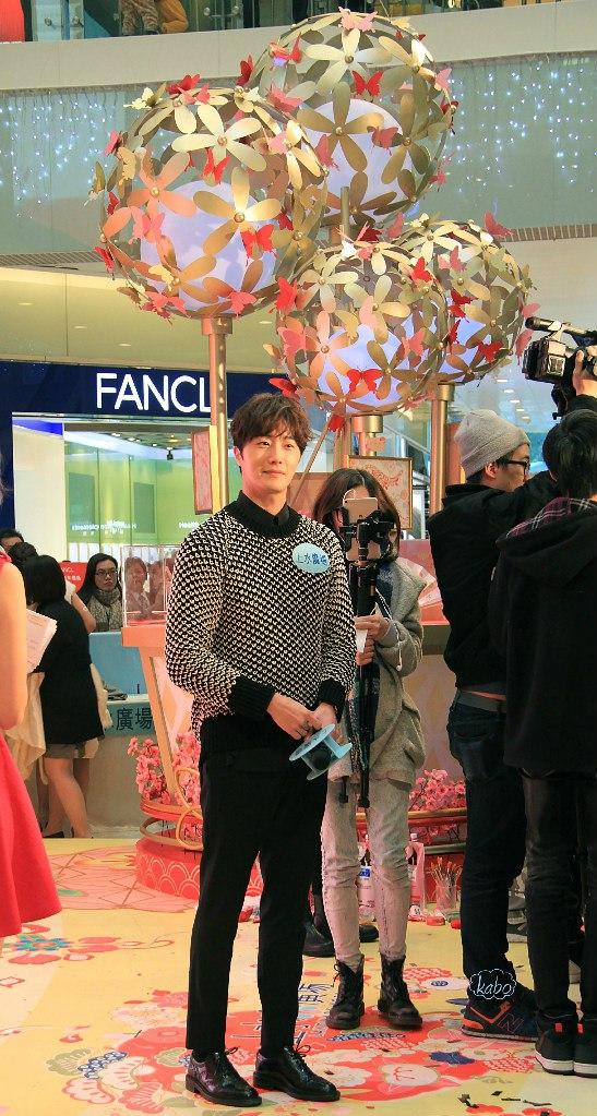 2016 1 23 hong kong fan meeting. full body. cr. on photos.1