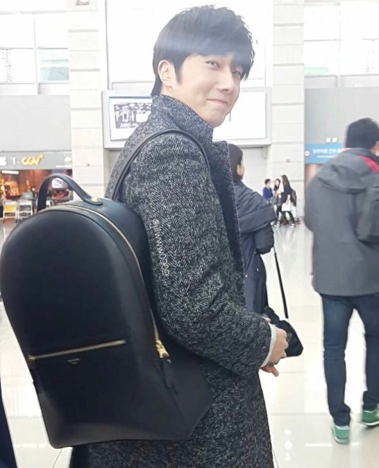 2016 1 9 jung il-woo in the airport going to shanghai for the smile cup part 1 13