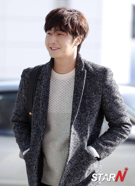 2016 1 9 jung il-woo in the airport going to shanghai for the smile cup part 1 7