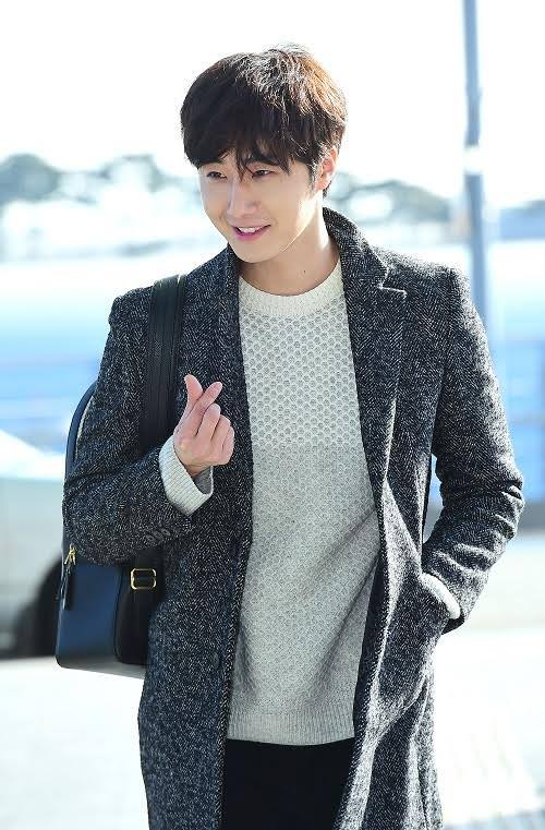 2016 1 9 jung il-woo in the airport going to shanghai for the smile cup part 2 19