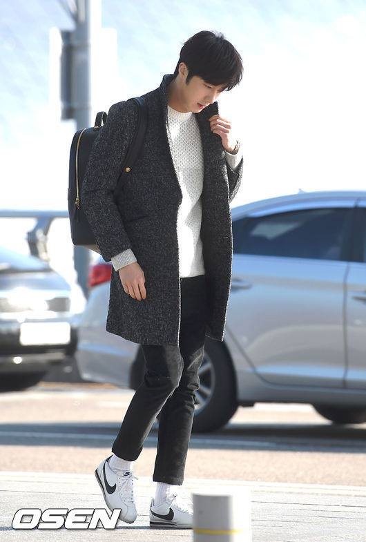 2016 1 9 jung il-woo in the airport going to shanghai for the smile cup part 2 23