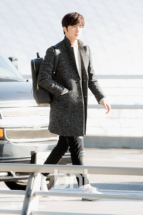 2016 1 9 jung il-woo in the airport going to shanghai for the smile cup part 2 26