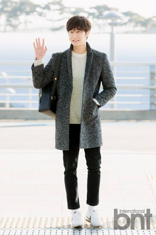 2016 1 9 jung il-woo in the airport going to shanghai for the smile cup part 2 28