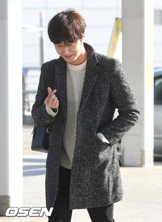2016 1 9 jung il-woo in the airport going to shanghai for the smile cup part 2 3