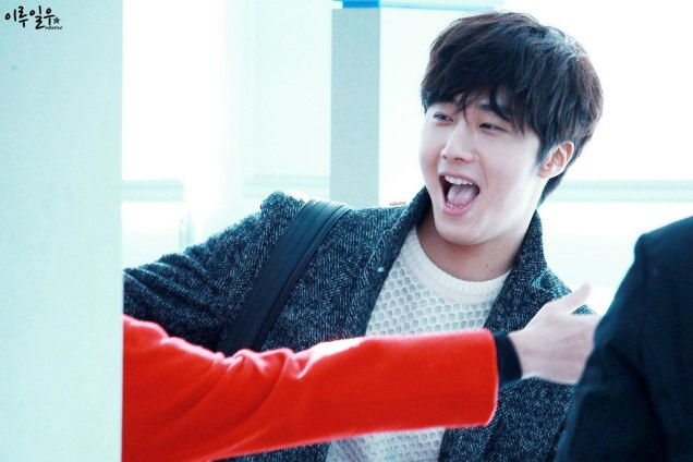 2016 1 9 jung il-woo in the airport going to shanghai for the smile cup part 3 5