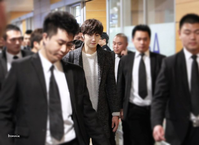 2016 1 9 jung il-woo in the airport going to shanghai for the smile cup part 4 1