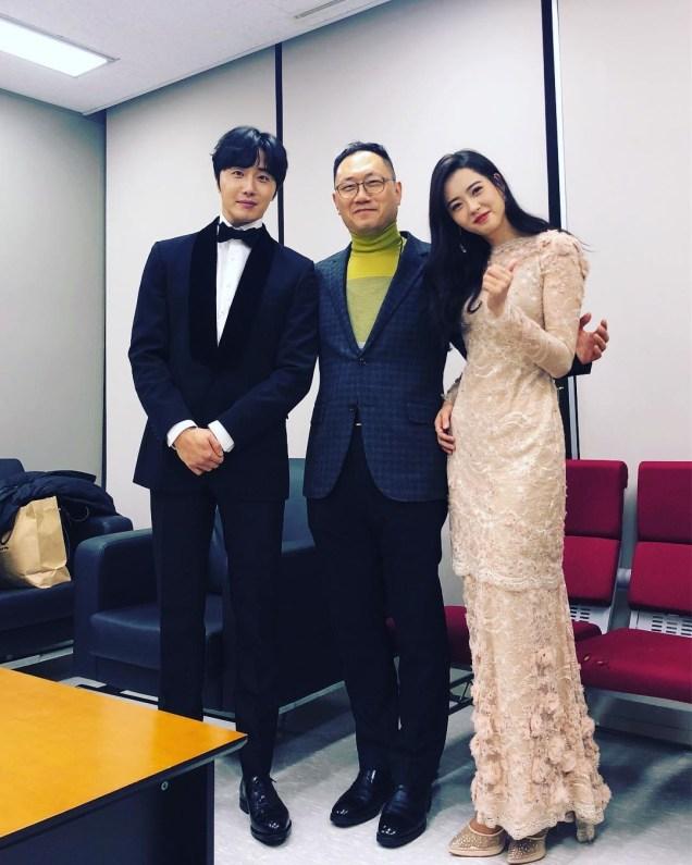 2018 12 31Jung Il-woo, Lee Yong suk and Go Ara BTS at the SBS Awards 2018.JPG