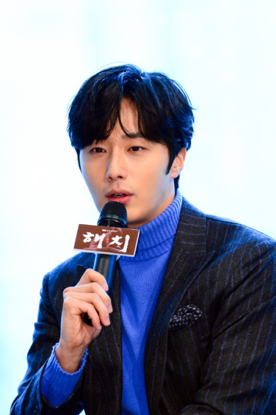 2019 1 21 jung il-woo at the sbs press conference for haechi. cr. sbs 4