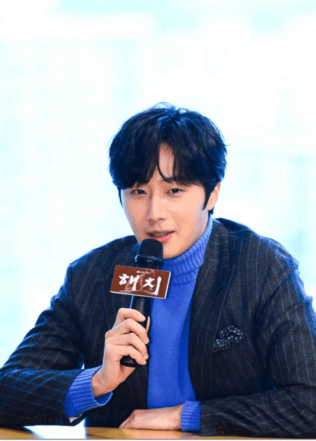 2019-1-21-jung-il-woo-at-the-sbs-press-conference-for-haechi.-cr.-sbs-5.png