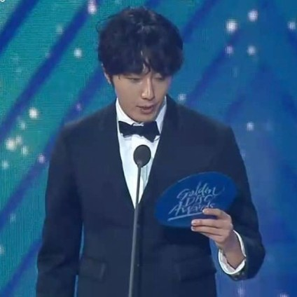 2019 1 5 jung il-woo at the 33rd golden awards. cr. on photo 3
