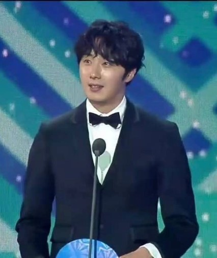 2019 1 5 jung il-woo at the 33rd golden awards. cr. on photo 6