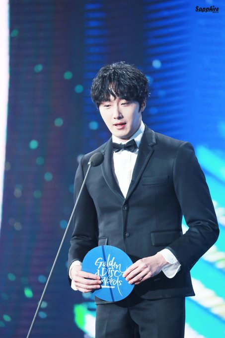 2019 1 5 jung il-woo at the 33rd golden awards. Cr. Sapphire 2