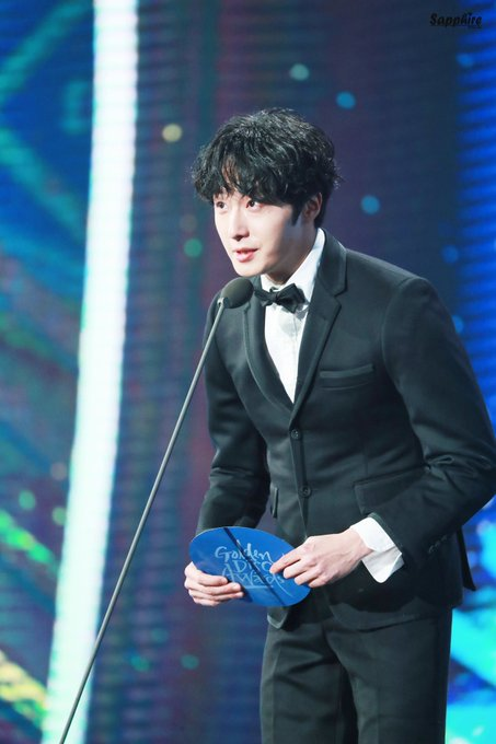 2019 1 5 jung il-woo at the 33rd golden awards. Cr. Sapphire 4