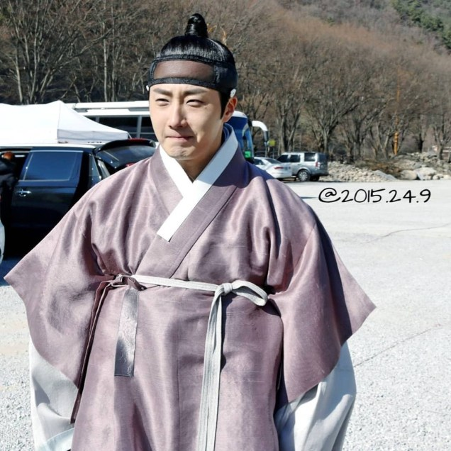 2019 1 Jung Il-woo Fan videos visiting him in the set of Haechi. Cr. 2015 2 4 9 2