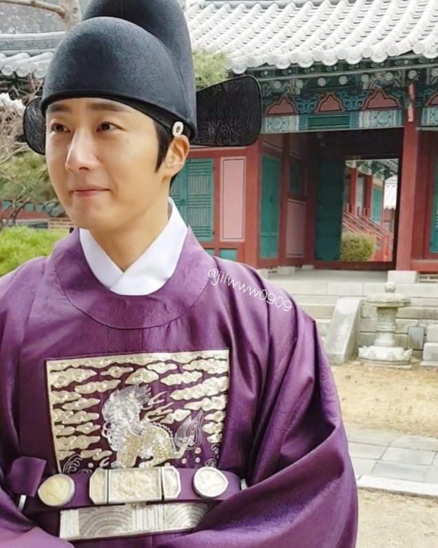 2019 1 Jung Il-woo Fan videos visiting him in the set of Haechi. Cr. jiwww0909 4