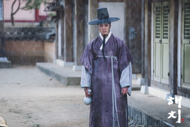 2019 2 18 Jung Il-woo in Haechi Episode 4 (7,8) Behind the Scenes. Cr. SBS. 4