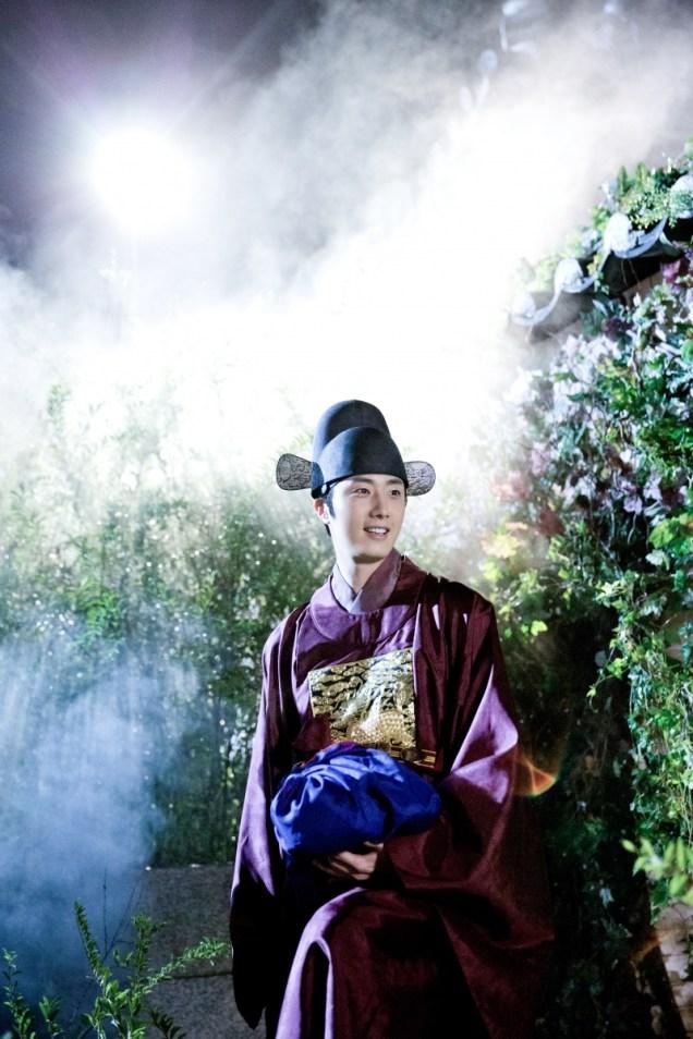 Jung II-woo in the Night Watchman's Journal Episode 5 BTS Cr. MBC   17.jpg