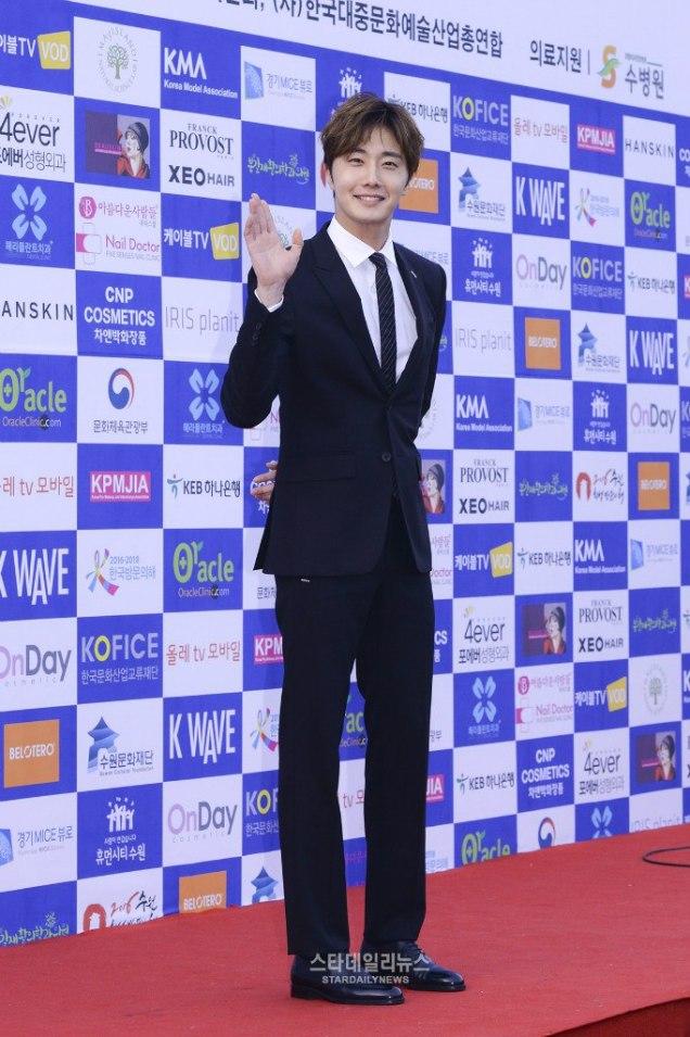 2016 5 21 Jung Il-woo at the Asian Model Awards. Photo Pose. 14