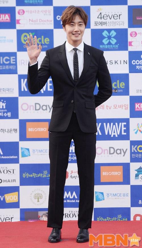 2016 5 21 Jung Il-woo at the Asian Model Awards. Photo Pose. 15