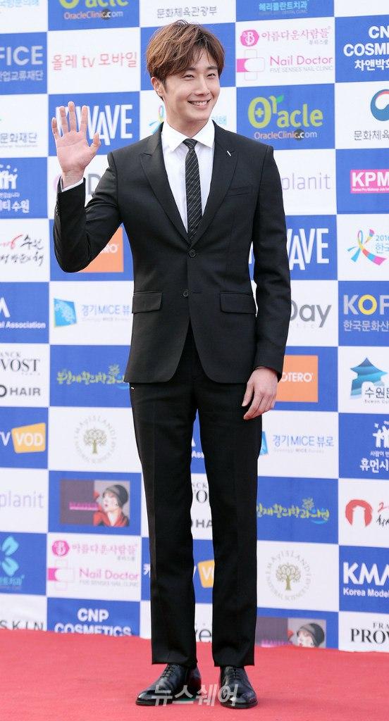 2016 5 21 Jung Il-woo at the Asian Model Awards. Photo Pose. 16