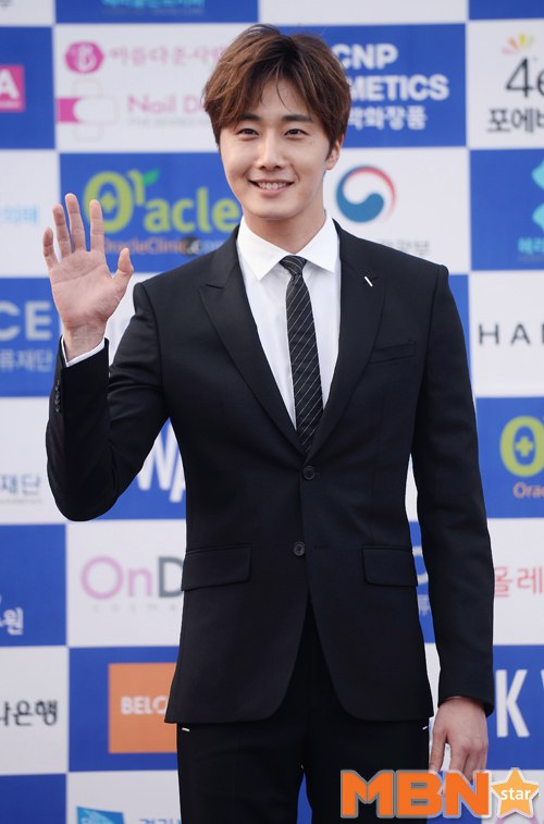 2016 5 21 Jung Il-woo at the Asian Model Awards. Photo Pose. 7