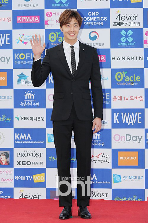 2016 5 21 Jung Il-woo at the Asian Model Awards. Photo Pose. 8