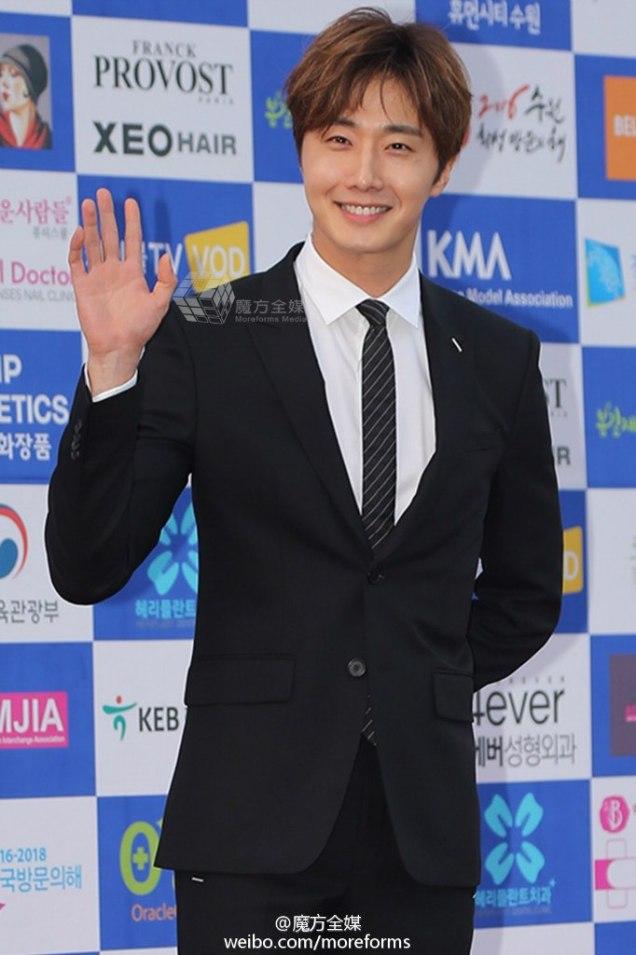 2016 5 21 Jung Il-woo at the Asian Model Awards. Photo Pose. 9