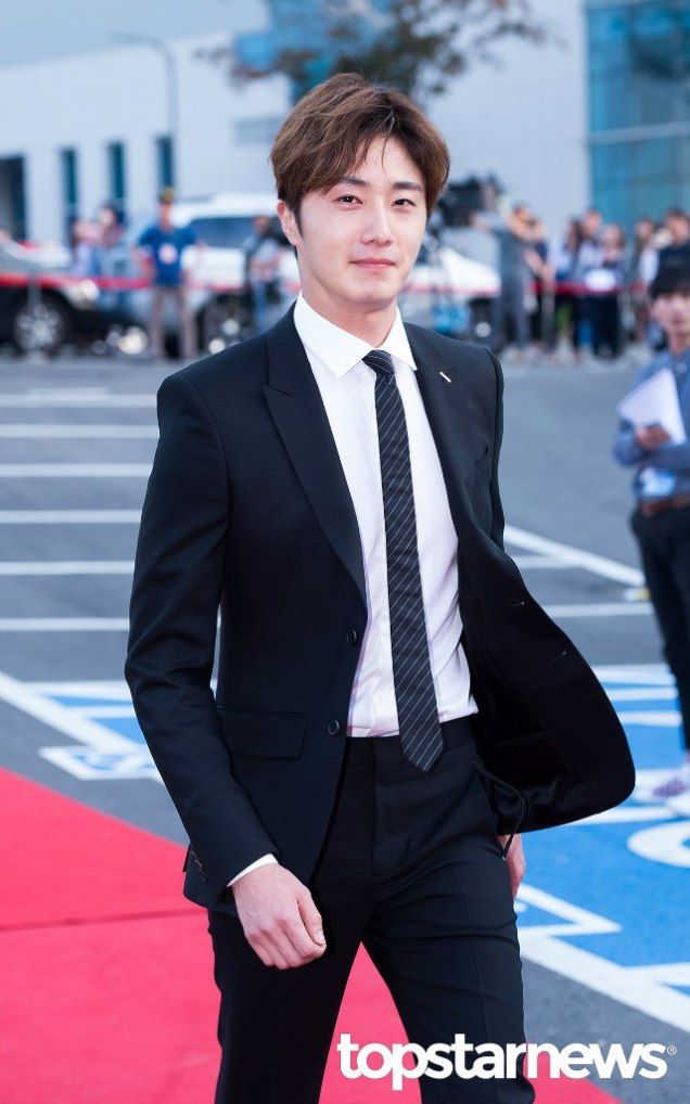 2016 5 21 Jung Il-woo at the Asian Model Awards. Red Carpet walk in. 13