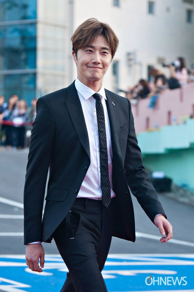 2016 5 21 Jung Il-woo at the Asian Model Awards. Red Carpet walk in. 14