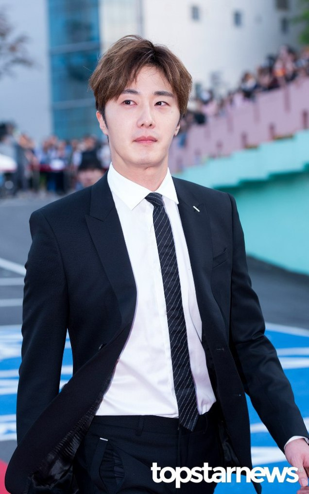 2016 5 21 Jung Il-woo at the Asian Model Awards. Red Carpet walk in. 15