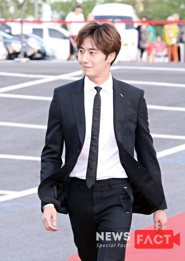 2016 5 21 Jung Il-woo at the Asian Model Awards. Red Carpet walk in. 17