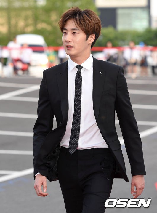 2016 5 21 Jung Il-woo at the Asian Model Awards. Red Carpet walk in. 19