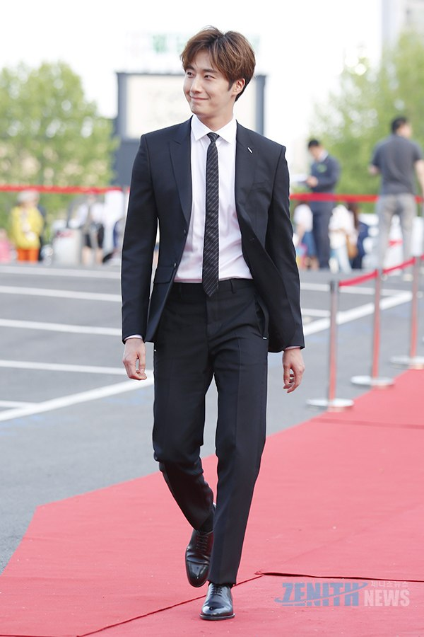 2016 5 21 Jung Il-woo at the Asian Model Awards. Red Carpet walk in. 8