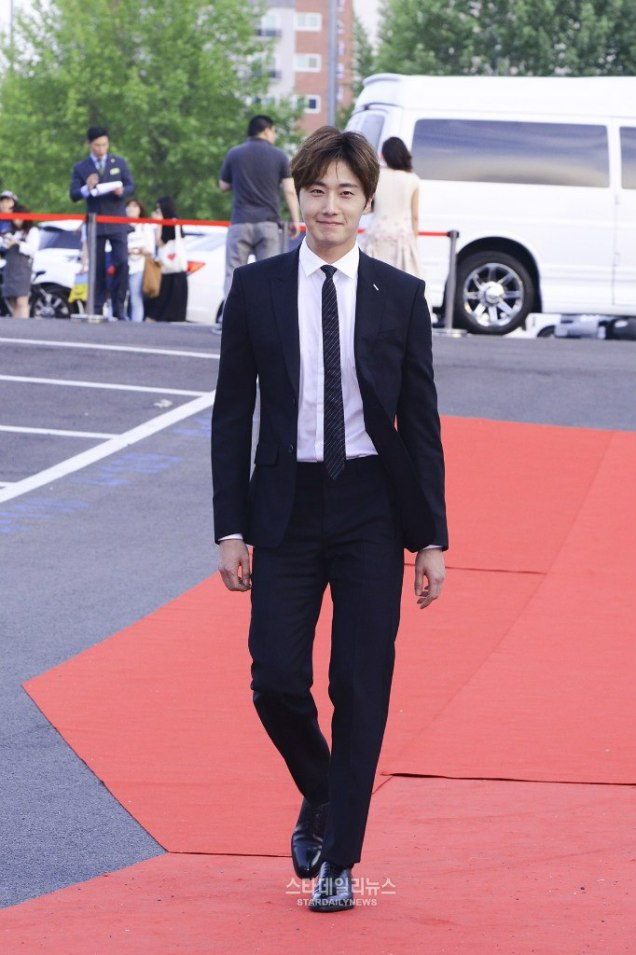 2016 5 21 Jung Il-woo at the Asian Model Awards. Red Carpet walk in. 9