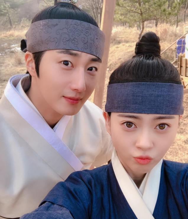 2019 2 26 Jung Il-woo in Haechi Episode 6 (11,12) Behind the Scenes. Cr. SBS 4