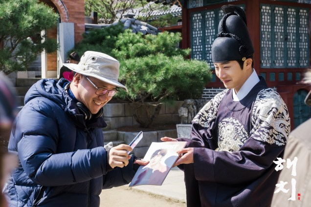2019 4 2 Jung Il-woo in Haechi Episode 16 (31-32) Website and Behind the Scenes Photos. Cr. SBS 1