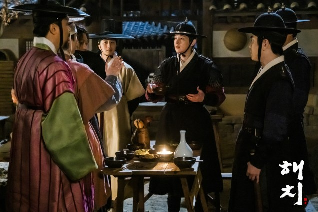 2019 4 2 Jung Il-woo in Haechi Episode 16 (31-32) Website and Behind the Scenes Photos. Cr. SBS 3