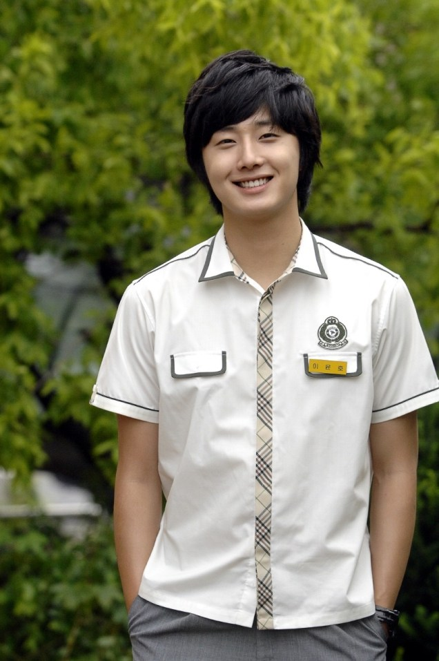 Jung Il-woo as Yoon-ho in Unstoppable High kick. Shirt version. 20071