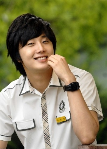 Jung Il-woo as Yoon-ho in Unstoppable High kick. Shirt version. 20072