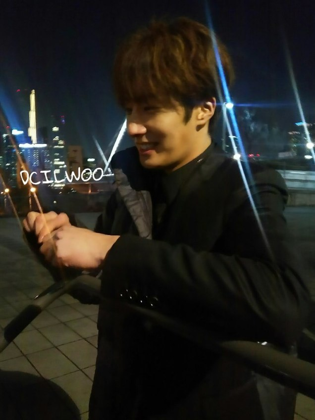 2016 Jung Il-woo in Cinderella and the Four Knights. Behind the Scenes. Fans. Black, Night Cr. tvN 7