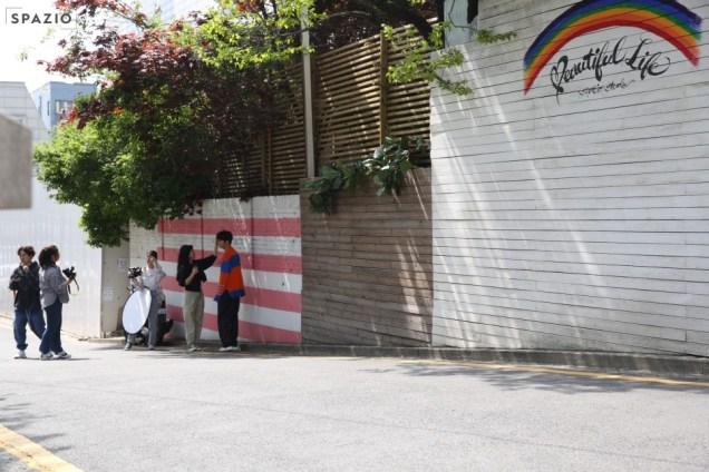 2019 5 2 Jung II-woo in blue and orange! Cr. Naver. 17.jpg
