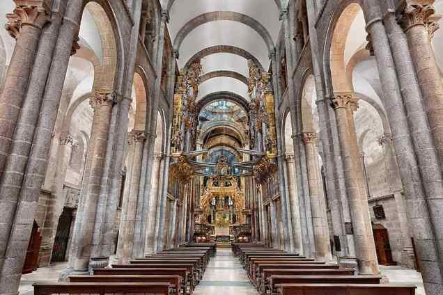 interior-nave-central-catedral-de-santiago-dosde-publishing.jpg