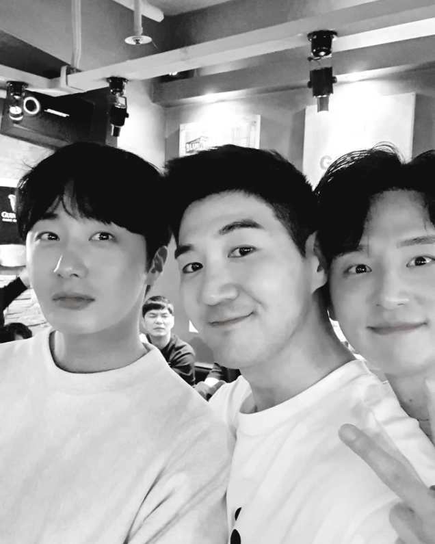 Jung Il-woo in selfies at the Wrap Up Party of Haechi. April 30, 2019. 4