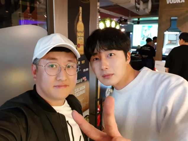 Jung Il-woo in selfies at the Wrap Up Party of Haechi. April 30, 2019. 5