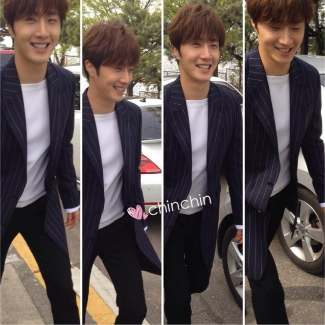 Jung Il-woo walking in the Ihwa Mural Village during the filming of Cinderealla and the Four Knights. Cr. 2015.24.9, DCIlwoo, Chinchin & Lovely_illim. 2016 1