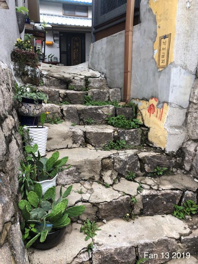 The Ihwa Mural Village in Ihwa-dong, Jongno-gu, Seoul by Fan13. 2019 2.JPG
