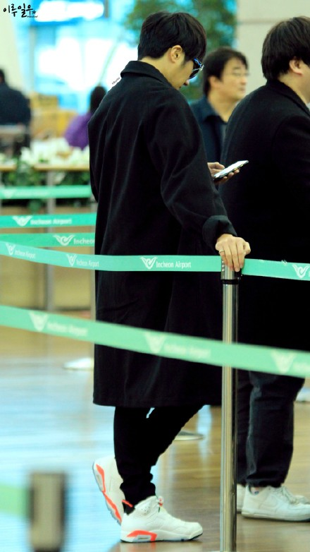 Jung Il-woo at Incheon Airport. Cr. Various. 2.jpg