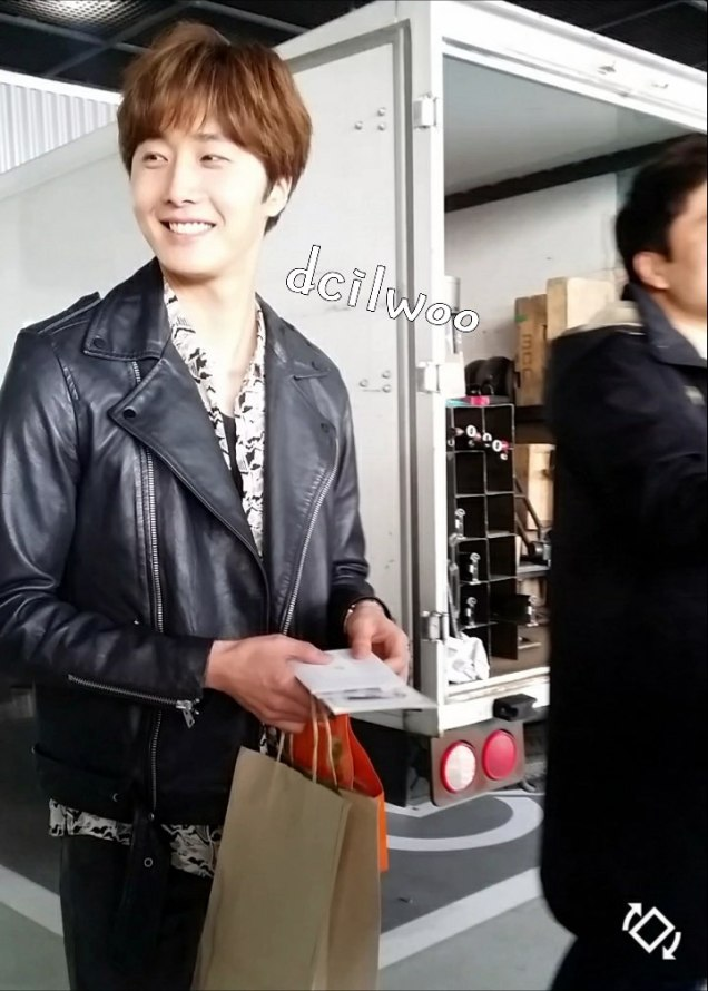 2016 5 Jung Il-woo in Cinderella and the Four Knights Episode 1. Fan Taken. Cr. On Photo. 38