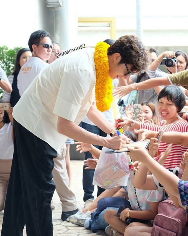 2016 6 5 Jung Il-woo arrives to the airport in Thailand for the filming of Love and Lies. 15
